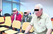 Přilepšit si k důchodu únosem Kláry L. (42) chtěli tři senioři (70, 71 a 73) z Ústí nad Labem. Soud jim za to včera vyměřil tresty od tří do šesti let vězení.