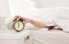 Už zítra brzy ráno skočí ručičky hodin po 1:59 rovnou na 3:00. I když jde o víc než stoletou tradici, která se nepřetržitě opakuje už bezmála 40 let, málokdo přechod na letní čas dobře snáší. Aha! vám přináší