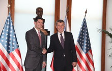 Americká trojka v Praze! Zeman na nabídku nereagoval