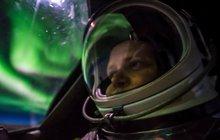Dechberoucí fotky stíhacího pilota 21 km nad Kanadou: »Selfíčka« s polární září