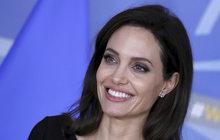 Angelina Jolieová: Udobřila se s kmotrou?