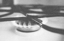 Zoufalství mladé ženy (24) z Přerova, matky dvou malých dětí (1, 2), dostoupilo v červnu 1969 vrcholu. Už dál nedokázala snášet rodinné trápení. Zamkla byt a sobě i oběma potomkům pustila plyn. Naštěstí všichni tři sebevražedný pokus přežili.