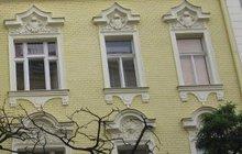 Oknem na ulici z prvního patra vyhodil svou šokovanou družku (41) neurvalý násilník (50). K hodně neobvyklé kriminální události došlo v Praze 10 v červnu 1969 poté, co se rozhádaný pár opakovaně dostal do dramatické slovní půtky.