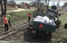 Vlak smetl traktor