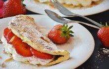 Lahodná snídaně: Omeleta z piškotového těsta s ovocem