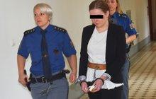 Obžaloba u soudu popsala: Máma holčičce probodla krk!