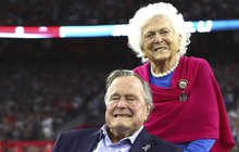 Dojemné loučení exprezidenta Bushe s Barbarou: Sbohem, má první dámo...