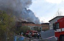 Fabrika byla v plamenech!