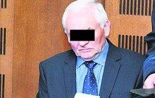 Hrozilo mu až 12 let vězení, nakonec ale vyvázl s podmínkou. Pekárenský podnikatel Josef F. (68) na podzim 2015 vyzáhl nůž na taxikářku a chtěl jí ujet s autem.