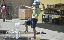 Teploty až 28 stupňů! Tak vypadalo včerejší počasí v Česku. Meteorologové očekávají, že se dnes rtuť teploměrů vyšplhá ještě výš. Po horkém víkendu nás však čeká skok zpátky do jara.