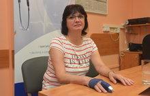 Prst z nohy přišili Haně Kolouškové (54) místo prostředníčku pravé ruky, který jí ukousl pes, plastičtí chirurgové olomoucké fakultní nemocnice. Díky unikátní operaci se bude moci už v červnu vrátit do práce.