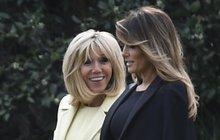 Ač je od sebe věkově dělí bezmála dvě dekády, podle výběru oblečení to na francouzské státní návštěvě v USA rozhodně nebylo poznat. Melania Trump (47) a první dáma Francie Brigitte Macron (65) doprovodily své prezidenty Donalda Trumpa (71) a Emmanuela Macrona (40) na soukromou večeři v Mount Vernonu a okamžitě na sebe svými dokonalými outfity strhly veškerou pozornost.