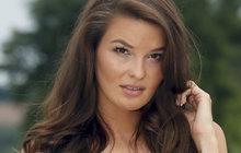 Z modelky v záchranářku by se okamžitě mohla proměnit Nikol Švantnerová (25). Sexy plavky na to už Česká Miss 2015 má.
