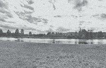 Ve vlnách Vltavy poblíž Chuchle našly v lednu 1896 smrt dvě ženy, obě profesí vychovatelky – Anna H. (†24) z Divišova na Vlašimsku a Adela R. (†21) z České Třebové. Policejní vyšetřování a lékařská zpráva ukázaly, že Anna Adelu do vody strhla a obě mladé dívky se utopily.