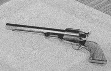 Hned čtyřem šokovaným lidem vyhrožoval smrtí před hospodou v Luštěnicích na Mladoboleslavsku v létě 1987 rozčílený a opilý muž (40). Aby dodal svým hrozbám patřičnou váhu, šermoval jim před očima pistolí v ruce.
