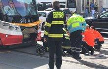 Neštěstí v centru Prahy: Tramvaj srazila dva chodce...ti zemřeli namístě