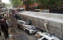 Spadlý dálniční most  rozdrtil 19 řidičů!