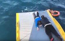 Nevídané drama: Z moře u Řecka vytáhli trosečnici!