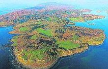 Na malém skotském ostrově Ulva žije pouhých šest obyvatel. A pět z nich si svůj ostrovkoupilo! Byl na prodej a oni se báli, že padnou do rukou ruským oligarchům, kteří malebný kout přírody zničí. Přišel je zhruba na 4 miliony liber (118 milionů korun).