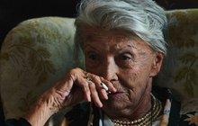 Procházková (92) trpí bolestí, ale...Na operaci nesmí!