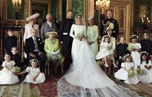 Přesně 51hodin po obřadu trvalo, než Kensingtonský palác vydal oficiální svatební portréty.