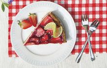 Letní ovoce: Jahodový dortík s limetkovým pudingem