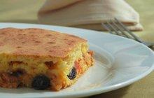 Letní ovoce: Meruňkový koláč s ostružinami