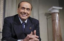 Berlusconi je po operaci: Stihne volby?