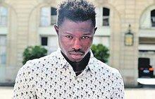 Ilegální »Spiderman« z Mali: Zachránil dítě a... Vyšplhal si  pro občanství!