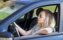 Pekelně horký týden – až 37 ◦C: Jak přežít vedro v autě