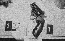 Dva zděšené školáky a jednoho šokovaného občana zranil střelbou z pistole Bohumil B. (47), opilý správce internačního tábora pro nacisty na Kladensku. Stalo se to, když v březnu 1946 neoprávněně zastavil vůz, kterým dotyční cestovali ze Smečna do Kamenných Žehrovic na fotbal.