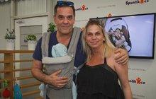 I když sdalším potomkem už nepočítal, stal se herec Miroslav Etzler (53) počtvrté otcem. Přítelkyně Helena Bartalošová (36) v pátek porodila herci syna.