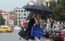 Meteorologové varují: Jeseníky a Beskydy spláchne déšť, jinde bude nad 30 °C