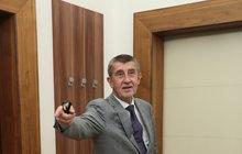»Elita« podle ANO a ČSSD dnes zamíří na Hrad: Vyřeší to situaci? Babišův vládní reparát v 10 bodech podle Aha!