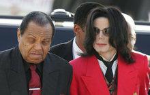 Joa Jacksona pohřbili vedle syna Michaela