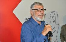 Dosud neznámé kreslené vtipy Vladimíra Jiránka (†74) z filmového prostředí jsou k vidění na karlovarském festivalu! Přišel se na ně podívat i Jiří Bartoška (71).
