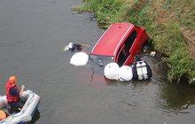 Nezabrzdil, měl z auta ponorku