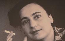 Byla krásná jako prvorepublikové hvězdy stříbrného plátna, její osud ale připomínal tragédii. Dagmar Šimková (†65) strávila skoro 15 let v komunistickém žaláři. Jen proto, že vylepila plakáty a nechala u sebe přespat pár přátel.