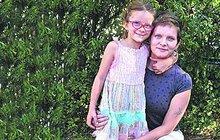 S nepřízní osudu se pere odmala Katka Jaňourová (26). V útlém věku přišla se sourozenci o rodiče a děti vyrůstaly v dětském domově. Teď se svojí dcerou Alenkou (5) strádá a bojí se budoucnosti. Aby se uživily, daruje krevní plazmu a svá vajíčka neplodným ženám.