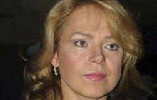 Slzy spojené se smrtí opět prolévá Dagmar Havlová (65). Bývalá první dáma a herečka oplakává odchod Petra Weigla (†79), který patřil nejen k jejím režisérům, ale i nejbližším spolupracovníkům v nadaci, a hlavně byli důvěrní přátelé. Navíc zemřel ve stejný den jako její milovaný otec Karel Veškrna (†78)!