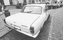 Bezbranného taxikáře (27) pobodali v únoru 1984 v Praze dva lupiči ozbrojení dýkou. Poté ho oloupili o tržbu a zmizeli. Řidič taxi naštěstí útok přežil. Kriminalisté pražské Veřejné bezpečnosti pak odvedli dobrou práci.