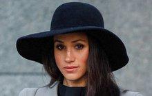 Těhotná vévodkyně Meghan má z ostudy kabát: Teď aby chodila kanály