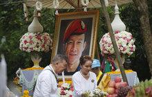 Pohřeb thajského hrdiny z jeskyně: Truchlí za něj celý národ