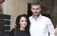 To je tedy romantika! Díky davu fanoušků a muzikálu Carmen, se Lucie Bílá (52) seznámila sjejím miláčkem Radkem Filipim (35). Zpěvačka práskla, že jejich známost začala nevinnou lží.