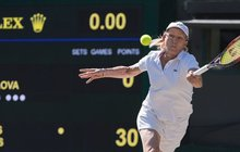 <strong>Zní to až neuvěřitelně! Česko-americká tenistka Martina Navrátilová (61) během své jedenatřicetileté tenisové kariéry vyhrála 39 grandslamových turnajů a pyšní se i 74 vítězstvími vřadě. O její tenisové kariéře bylo možná rozhodnuto už v šesti letech, kdy se její maminka znovu vdala, a to za tenistu Miroslava Navrátila. Ten se stal pro Martinu nejen otcem, ale také prvním trenérem. I když to vživotě neměla vždy lehké, šla si tvrdohlavě za svým snem, kterým byl nejen tenis, ale také svoboda!</strong>