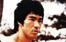 Svět si právě dnes připomíná půlkulaté výročí úmrtí legendy bojových umění. 20. července 1973, tedy přesně před 45 lety, zemřel král kung-fu, americko-hongkongský herec Bruce Lee. Bylo mu pouhých 32 let.