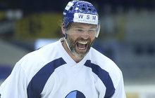 Zapomeňte na NHL, lámání rekordů, gólovou show. Cíle hokejového fenoména Jaromíra Jágra (46), které odtajnil po prvním kladenském tréninku na ledě, jsou mnohem skromnější: Uzdravit se a mít zase radost z hokeje.