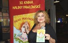 <strong>Vydělává, kde se dá. Halina Pawlowská (63) patří mezi nejproduktivnější a nejprodávanější spisovatelky. Napsala třicet knih, které si získaly více než dva miliony čtenářů a také řadu literárních ocenění. Psaní jde Halině opravdu od ruky. Jenže zatímco její knihy jdou na dračku, vypadá to, že soblečením, které navrhuje se svojí dcerou Natálií, to až tak růžové nebude. Že by si Pawlowská vzala až příliš velké sousto?</strong>