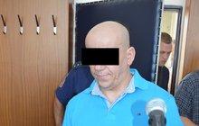 Velkopašerák kokainu je u soudu jako opařený:  Prostitutka vyměšovala »koks«!