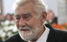 Bez fanoušků, kolegů a kamarádů! Poslední rozloučení se zesnulým Iljou Rackem (†88) proběhlo pouze v kruhu rodinném. Proč se tak hercovi nejbližší rozhodli?